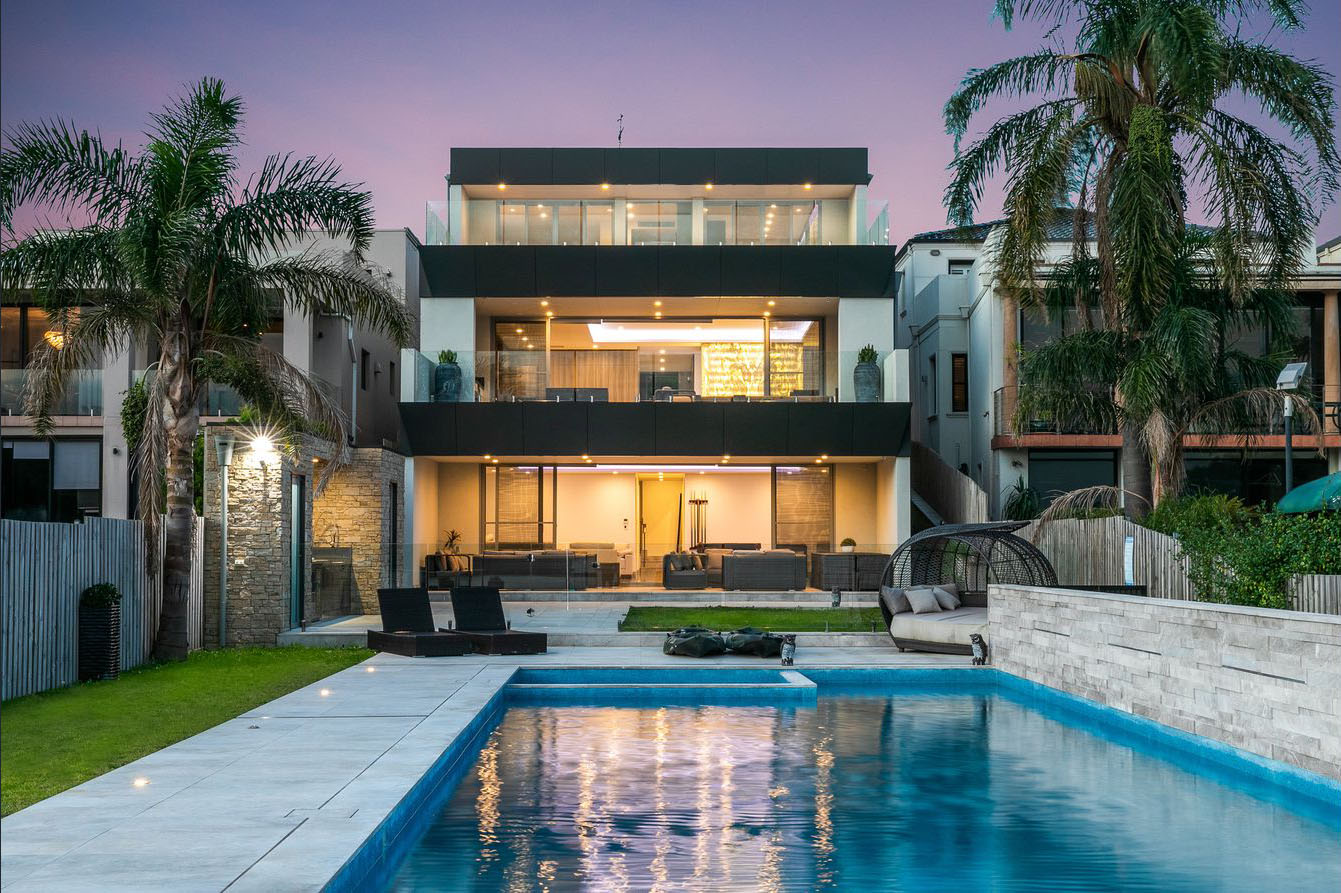 Eastern Suburbs style Waterfront in Blakehurst